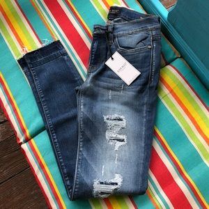 NWT {Judy Blue} Distressed skinny fit Jeans